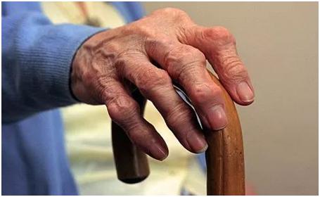 奶奶多年的风湿疾病,德业来相助